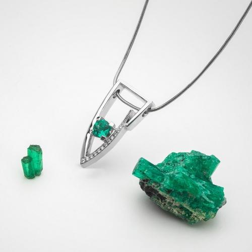 Pendant with Emerald Columbie model nr. 0235