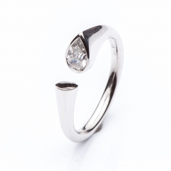 Ring with Diamond drop model nr. 0136