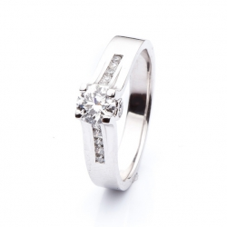 Luxury Ring with Diamond model nr. 0133
