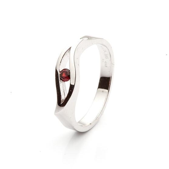 Ring with Bohemian Garnet model nr. 0126
