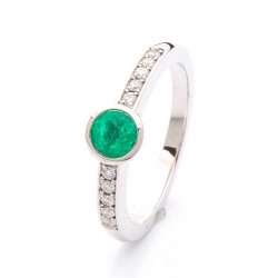 Ring with Emerald model nr. 0129
