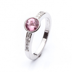 Ring with pink Spinel model nr. 0129