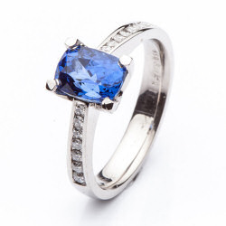 Platinum Ring with Sapphire model nr. 0163