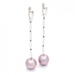 Earrings with faceted pearls
