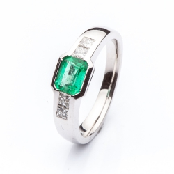 Ring with Emerald model nr. 0117