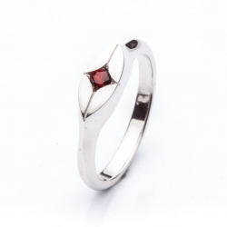 Ring with Bohemian Garnet model nr. 0125