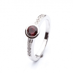Ring with Bohemian Garnet model nr. 0129
