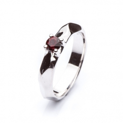 Ring with Bohemian Garnet model nr. 0135