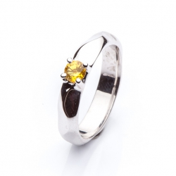 Ring with yellow sapphire model nr. 0135