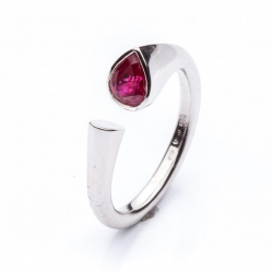Ring with Ruby Pear model nr. 0136