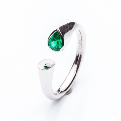 Ring with Emerald Pear model nr. 0136