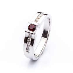 Ring with Bohemian Garnet model nr. 0145